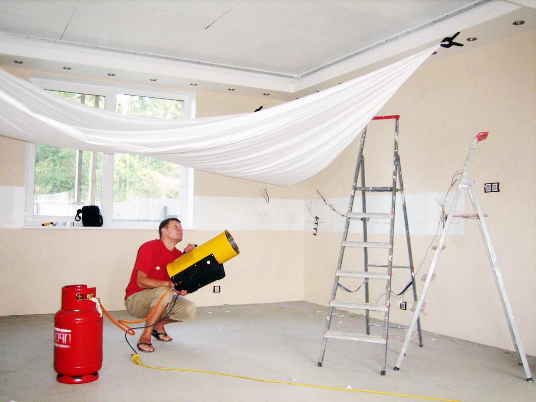 Įtempiamų lubų montavimo procesas